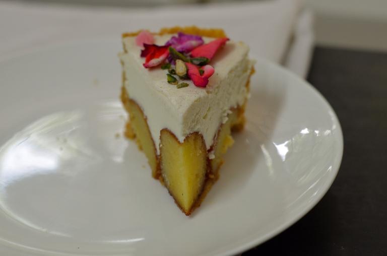 gulab-jamun-cheesecake-rose-pistachi-diwali